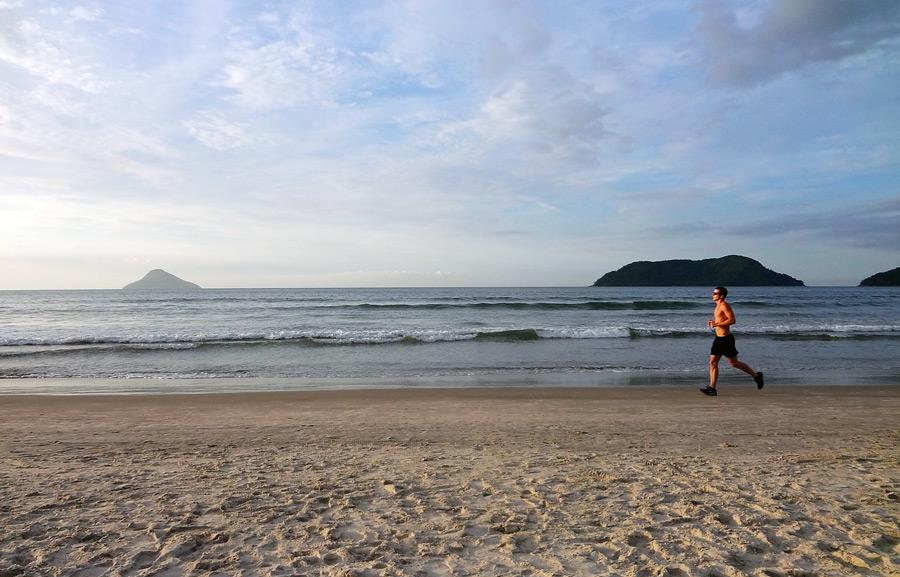 jogging-sulla-spiaggia-sana-idea