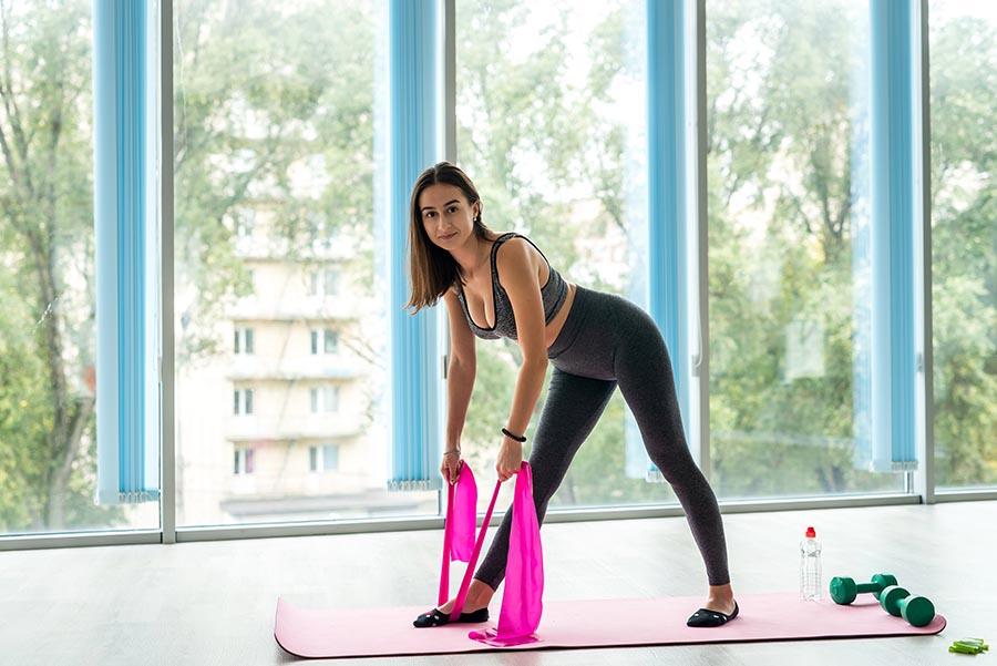 esercizi con l'elastico